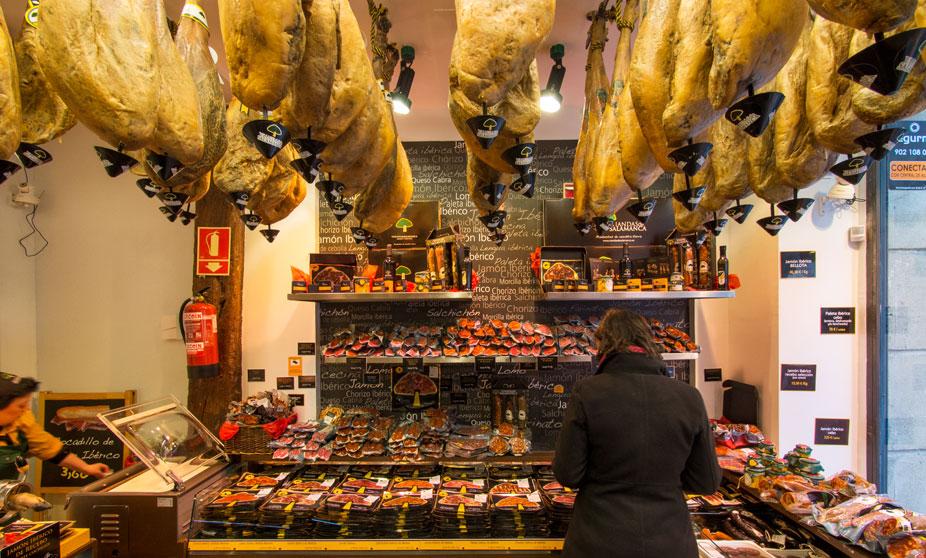 Tienda de jamón en el Casco Viejo - Bilbao, España